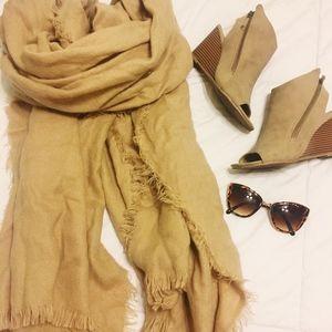 NWOT Blanket Scarf